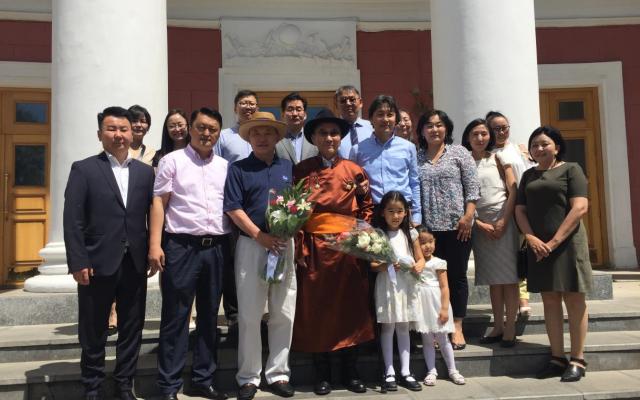 """Монгол улсын Төрийн шагналт, Гавьяат багш Шаравын Чоймаа """"Ардын багш"""" цол хүртлээ."""
