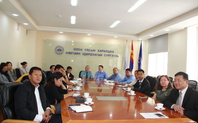 Камбожийн хаант улсын төрийн албан хаагчид МУИС-ийн ОУХНУС, Төрийн удирдлагын хөтөлбөртэй танилцлаа