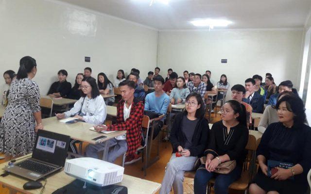 """""""Оюутан нас миний амьдралын эхлэл""""сэдвээр оюутнуудад яриа хийлээ"""