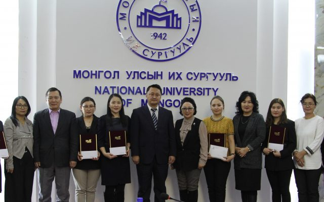 Солонгос судлалын магистрант докторантуудад Солонгос сангийн тэтгэлэг гардууллаа